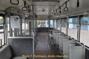 Trolleybus Saurer no 34 - un emplacement pour le contrôleur des billets était prévu juste à côté de la porte médiane. Ce poste a été démonté dans les années 1970 avec l'arrivée des distributeurs de billet aux arrêts.