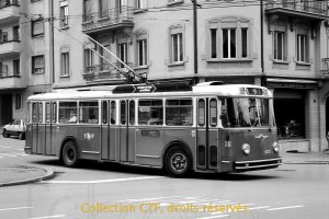 1980 - Le trolleybus 36 quitte la boucle des Charmettes (photo TF, collection CTF)