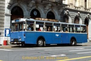 Mai 1993, l'autobus 63 devant l'ancienne poste. (Photo T. Portmann, DR)
