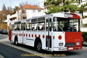 Septembre 2000 - L'autobus 363  aux couleurs TPF ! (Photo R. Gäumann, DR)